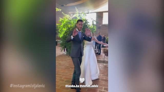 PRVI PLES ODUŠEVIO GOSTE NA SVADBI: OVAKO izgleda gala slavlje ćerke TANJE BOŠKOVIĆ 4 meseca nakon crkvenog venčanja! (VIDEO)