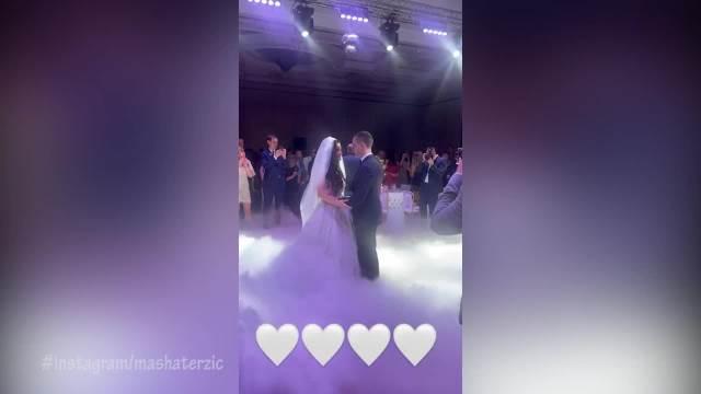KAO IZ BAJKE! Evo kako je izgledao PRVI PLES Kostadina i trudne Valentine! Ponosni otac Zvezdan Terzić održao govor na venčanju!