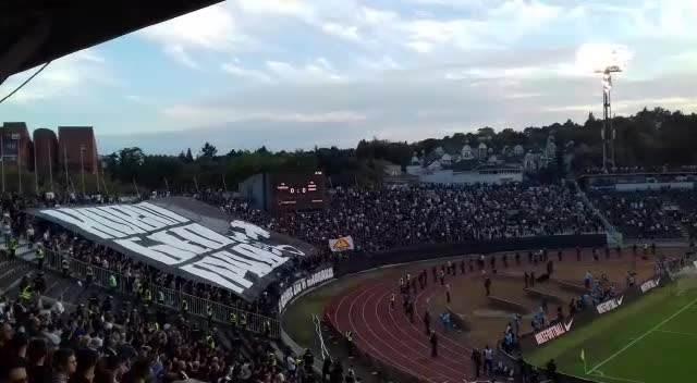 CRNO-BELI GRAD: Pogledajte  fantastičnu KOREOGRAFIJU navijača Partizana na večitom derbiju! KURIR TV