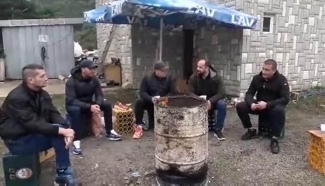 Srbi proveli noć na Jarinju