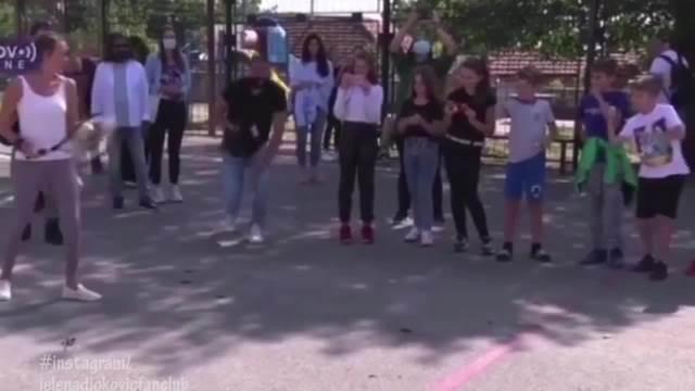 JELENA ĐOKOVIĆ IGRALA TENIS NA KOSOVU: Noletova supruga ODUŠEVILA decu, pa pokazala kako se snalazi i u OVOM sportu! (VIDEO)