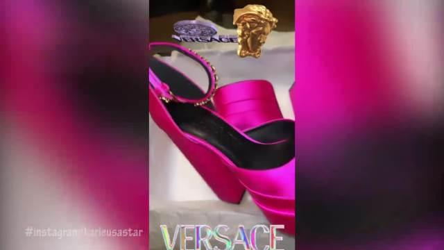 PAPRENA SUMA ZA PINK SANDALICE! Jelena Karleuša kupila LUKSUZNU obuću, žene će joj pozavideti, a evo koliko ih je PLATILA! (VIDEO)