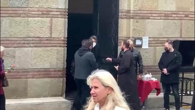 POSLEDNJE ZBOGOM MARINI TUCAKOVIĆ: Laća i Futa primaju saučešće, Zdravko Čolić poslao VENAC, a Karleuša stigla sva u CRNINI (VIDEO)
