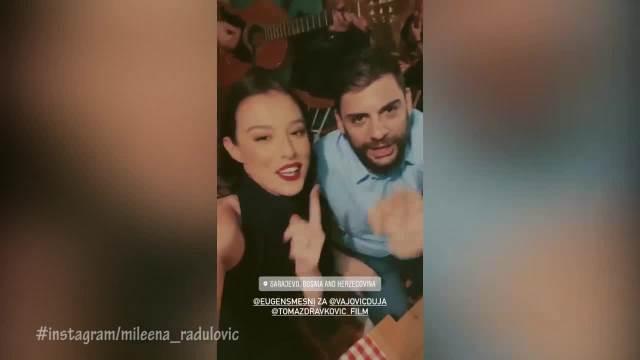MARIĆ JE SA NJOM IMAO INTIMNE SCENE U FILMU TOMA: Sad se zajedno provode u KAFANI i pevaju hitove legendarnog boema