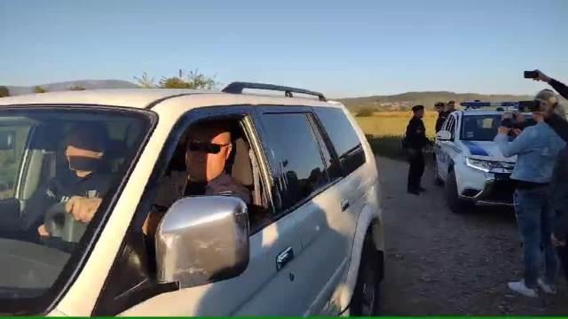 Pogrebno vozilo odvozi tela porodice Đokić
