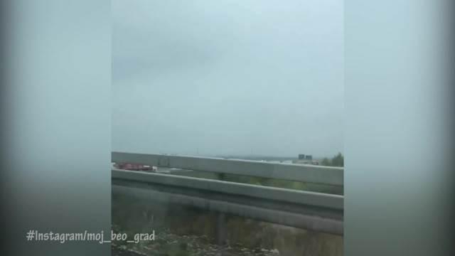 TEŠKA NESREĆA NA OSTRUŽNIČKOM MOSTU: Dva kamiona se sudarila pa se zapalila, sve stoji! Kolona do Miloša Velikog
