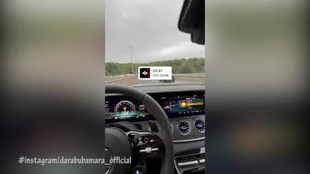 DARA SE PONOVO BAHATI ZA VOLANOM: Bubamara krši propise i hvali se BRZOM vožnjom svoje luks mašine na mrežama! (VIDEO)