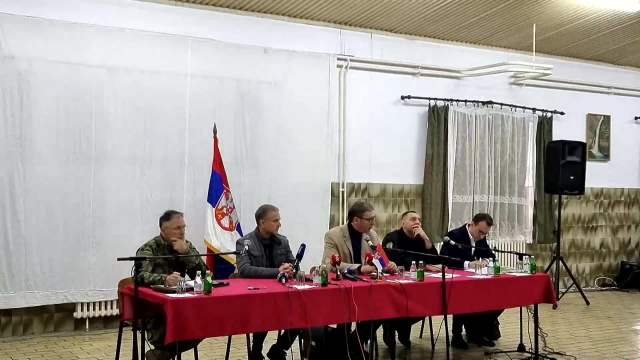 PREDSEDNIK SRBIJE U KASARNI U RAŠKI, POČEO SASTANAK: Obišao jedinice vojske i Žandarmerije, sastanak sa Srbima sa KiM u toku