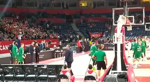 OVACIJE ZA RADONJIĆA! Arena se poklonila treneru Crvene zvezde! VIDEO