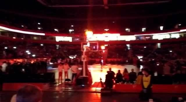 DA SE NAJEŽIŠ! Pogledajte kako Nemanja Crnavcevic peva himnu Crvene zvezde! VIDEO