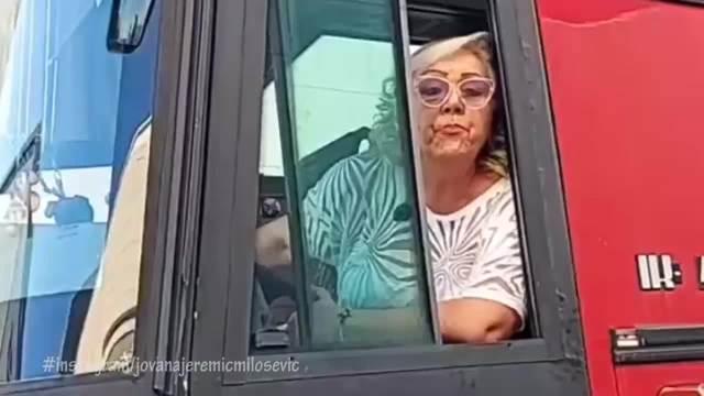 ISPLIVAO HIT SNIMAK! ZORICA MARKOVIĆ ODLUČILA DA POSTANE VOZAČ AUTOBUSA! Sela na vozačevo mesto, a onda se uputila OVDE!