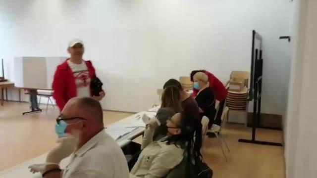 MILAN TOPALOVIĆ TOPALKO GLASAO U RAKOVICI: Pojavio se u posebnom izdanju, pa privukao veliku pažnju (KURIR TV)